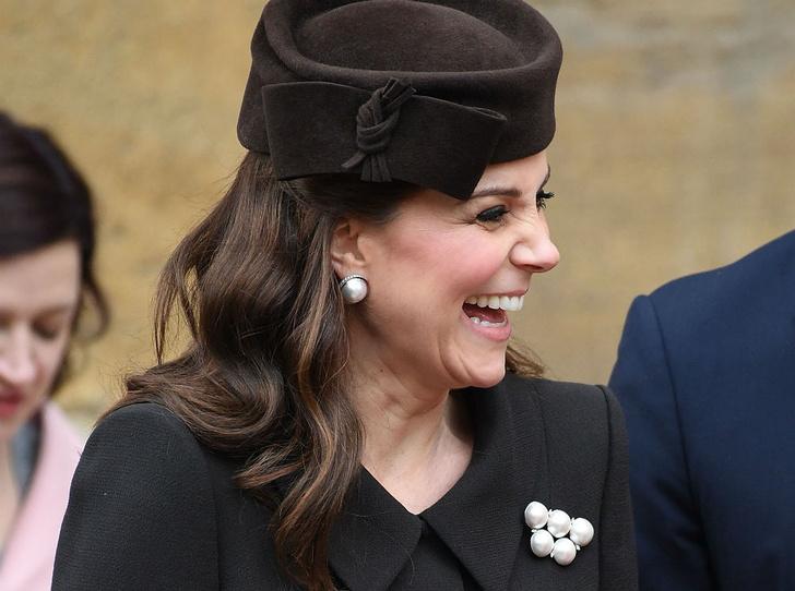 Фото №1 - Никому не верь: герцогиня Кембриджская вышла из декрета (но всего на день)