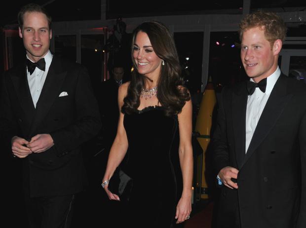 Фото №3 - Плохая шутка: чем Гарри обидел Кейт перед ее свадьбой с Уильямом