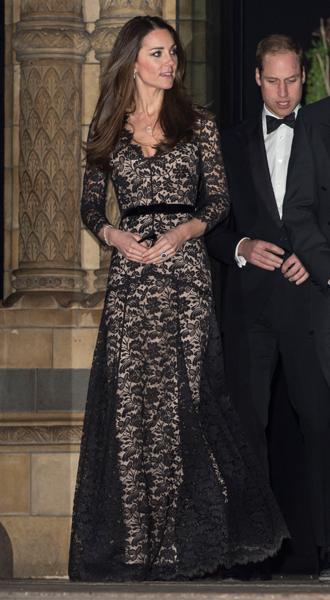 Фото №12 - 15 примеров, когда королевские особы надевали одно и то же вечернее платье несколько раз