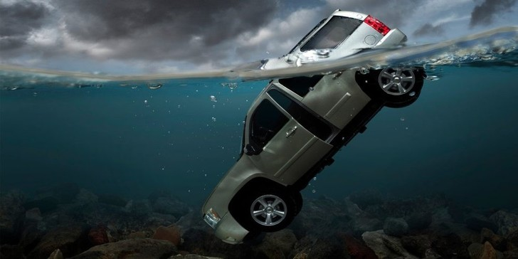 Фото №6 - Как выбраться из тонущего автомобиля. Пошаговая инструкция