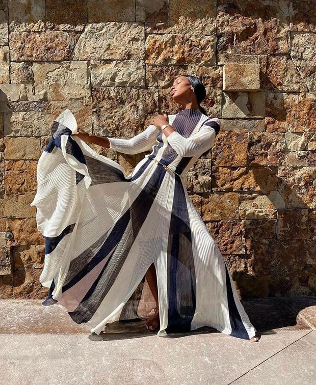 Фото №1 - Жасмин Тукс в фантастическом гофрированном платье и с огромным бриллиантом