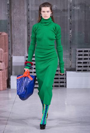 Фото №5 - Полный гид по самым модным платьям для холодного сезона 2018-19