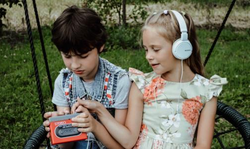 Фото №1 - Роскачество: Любовь к громкой музыке в наушниках может привести в «страну глухих»
