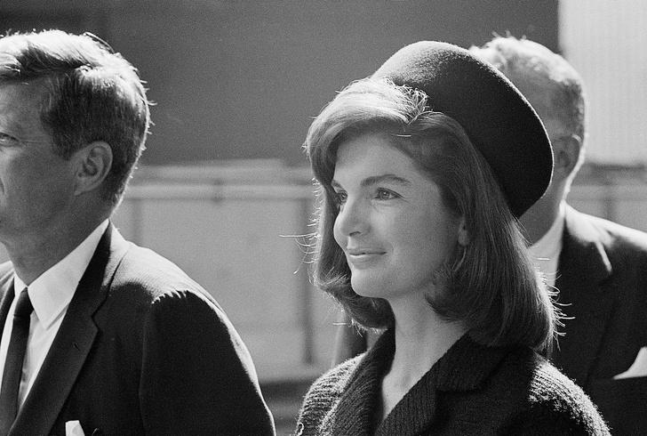 Фото №2 - «Корона» Первой леди: как Жаклин Кеннеди сделала шляпы-таблетки трендом