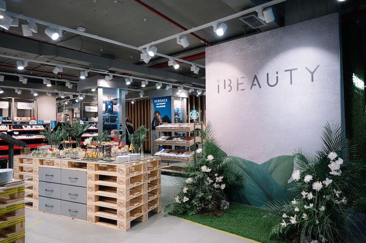 Фото №1 - Вера Брежнева на открытии второго магазина сети iBeauty
