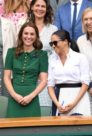 Фото №9 - Диана и Ферги Vs Меган и Кейт: «заклятые подруги» королевской семьи