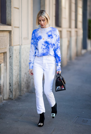 Фото №3 - 3 сочетания с белыми джинсами, которые облегчат сборы