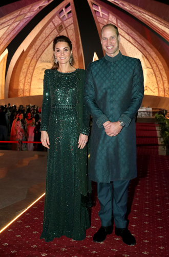 Фото №3 - Во всем блеске: Кейт и Уильям в национальных костюмах на приеме в Исламабаде