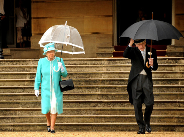 Фото №17 - Виндзорские зонтики: королевский способ спрятаться от дождя