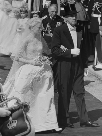 Фото №4 - Знаменитые невесты, платьями которых вдохновлялась леди Китти Спенсер