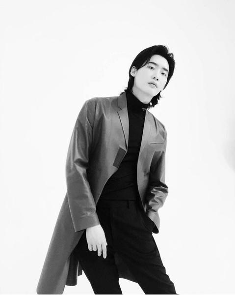 Фото №3 - Ли Чон Сок поразил фанатов своей новой прической 😍