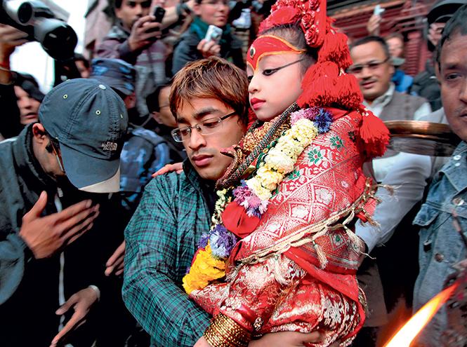 Фото №5 - Бывшая богиня: как живут те, кто перестал быть королевской Кумари в Непале