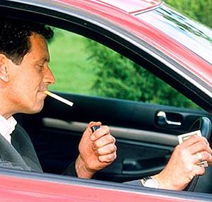 Фото №1 - В Великобритании запретят курить за рулем
