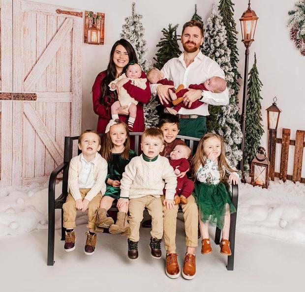 Фото №14 - Женщина усыновила четверых детей, а через год родила четверняшек