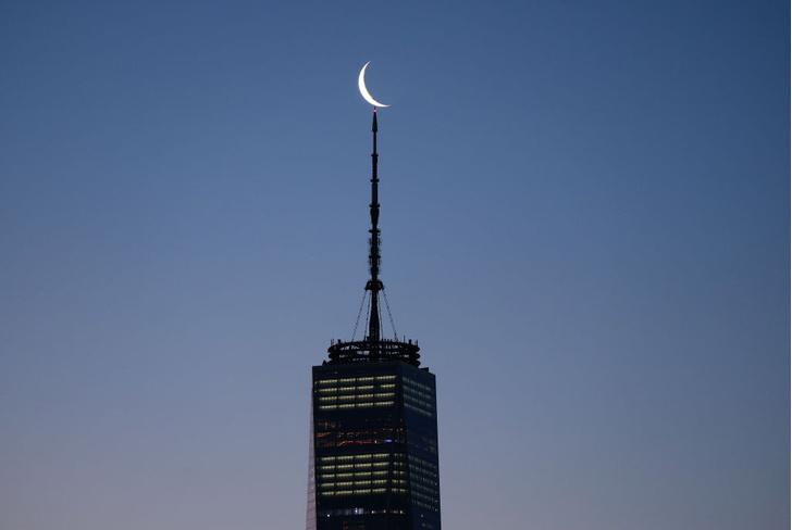 Фото №1 - Месяц над Нью-Йорком