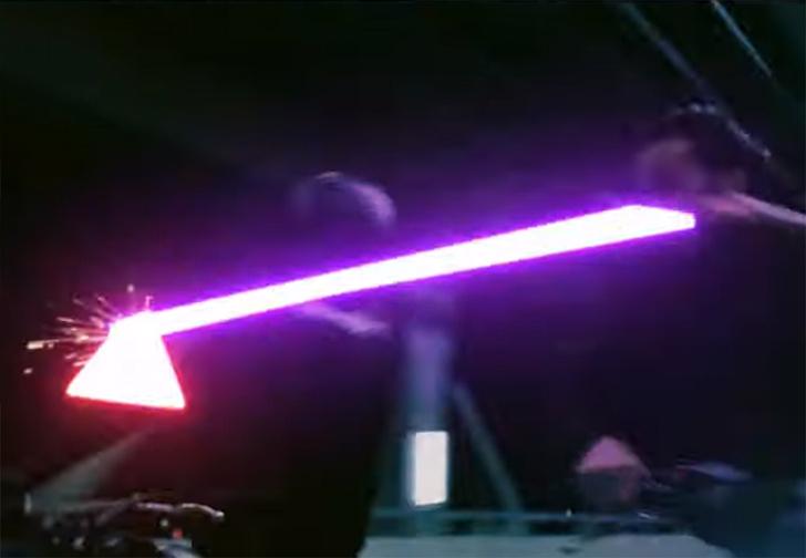 Фото №1 - Джон Уик дерётся с врагами световыми мечами (видео)