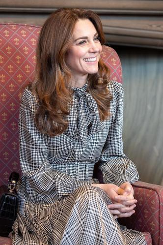 Фото №3 - Кейт Миддлтон вышла в свет в новом платье за 1200 рублей