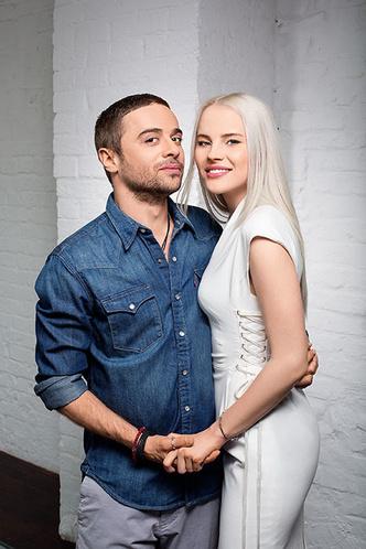 Фото №1 - Тает на глазах: что происходит с невестой  Ильи Глинникова