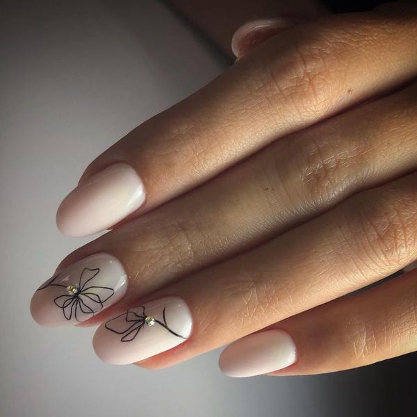 Фото №8 - Молочный маникюр: 8 стильных и нежных идей для коротких ногтей