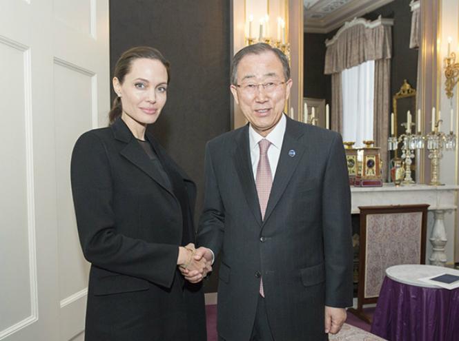 Фото №7 - Чем занимается Анджелина Джоли сегодня