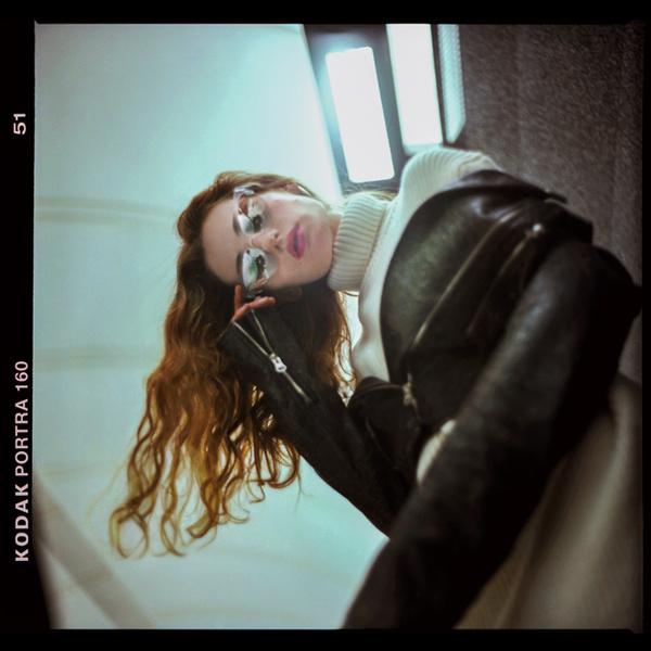 Фото №9 - Певица Луна – в урбанистической съемке для универмага «Цветной»