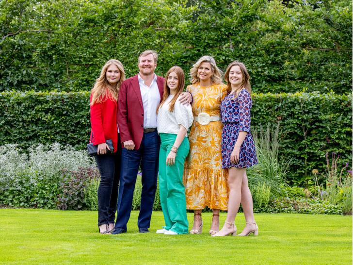 Фото №5 - Самые теплые кадры: королевские семьи Европы поделились традиционными летними фотосессиями