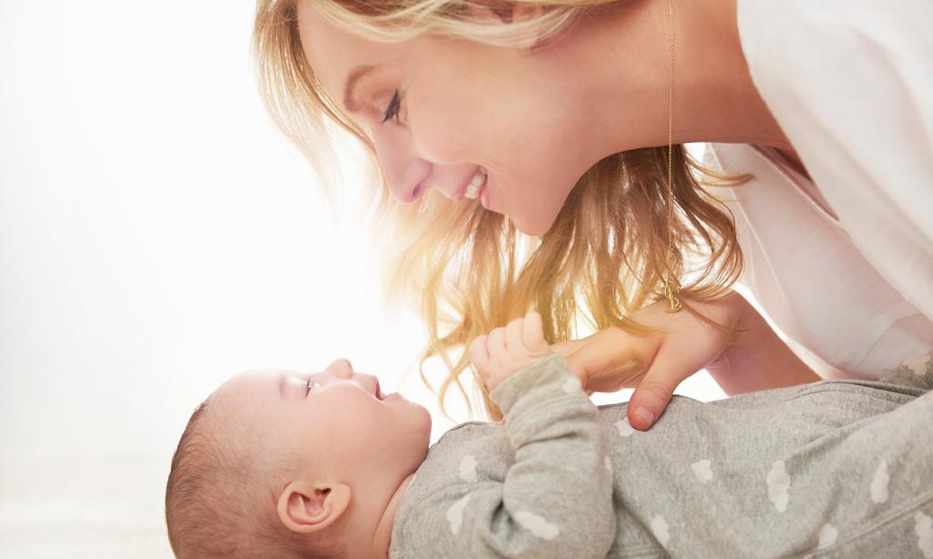 Психологи: общаться с детьми лучше без слов