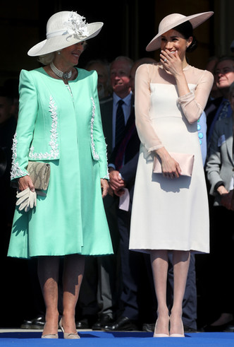 Фото №4 - Меган Маркл и принц Гарри впервые появились на публике после свадьбы