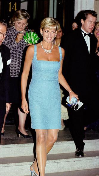 Фото №8 - 10 платьев принцессы Дианы, которые вошли в историю моды и изменили ее