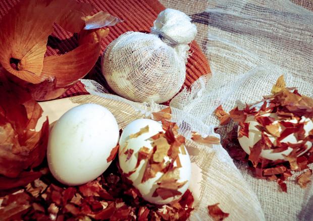 Фото №2 - Поделки к Пасхе своими руками: пошаговая инструкция приготовления «мраморных» яиц