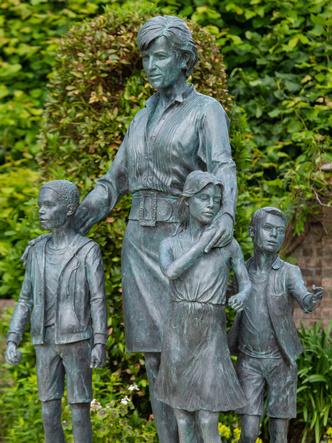 Фото №4 - Теория заговора: что не так с памятником Диане (версия поклонников Сассекских)