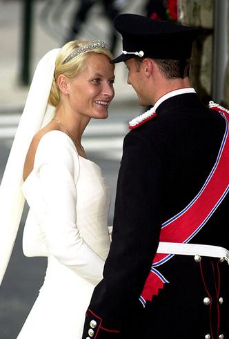 Фото №75 - Самые трогательные моменты королевских свадеб (о Гарри и Меган мы тоже не забыли)