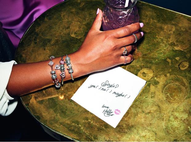 Фото №1 - Ювелирный Дом Pandora празднует юбилей культового браслета Pandora Moments