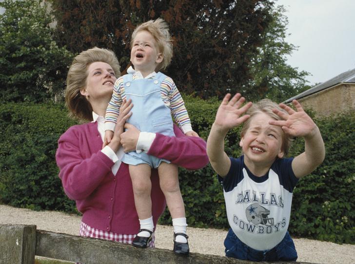 Фото №2 - История в фотографиях: какой мамой была принцесса Диана