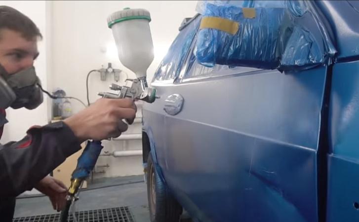 Фото №1 - Эксперимент от русских мужиков: покрасить автомобиль жидким пенопластом (видео)