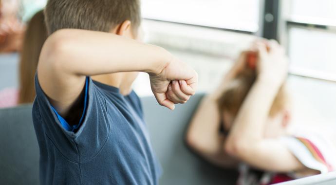 Гроза школы: что делать, если ваш ребенок издевается над другими детьми