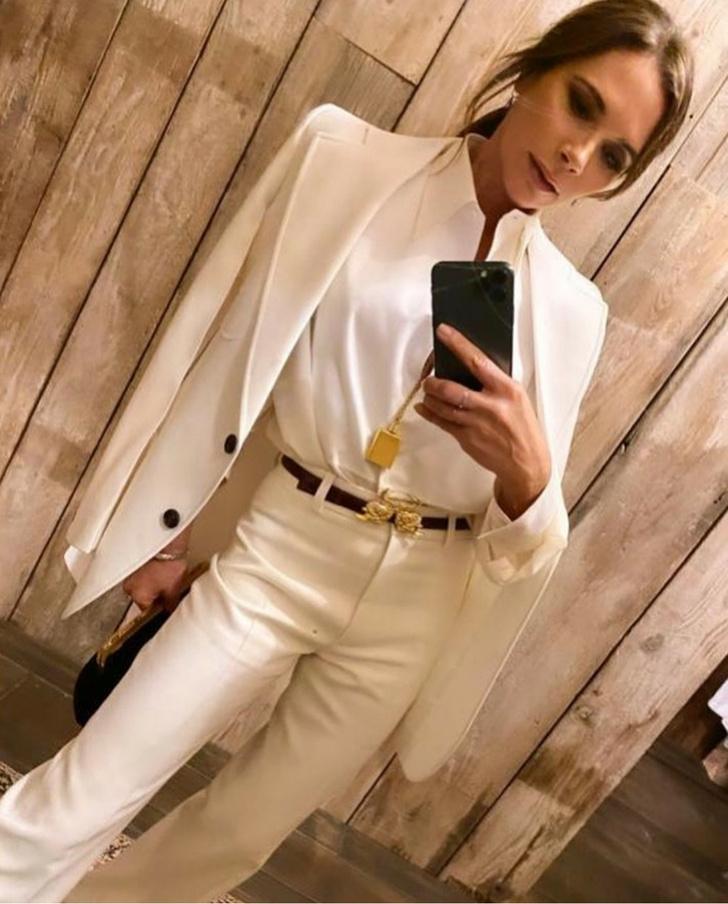 Фото №1 - Брючный костюм или все-таки платье: Виктория Бекхэм выбирает наряд для свидания с мужем в честь годовщины свадьбы