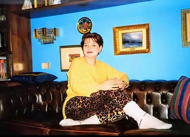 Фото №2 - Ностальгия: молодая Елена Степаненко позирует в леопарде
