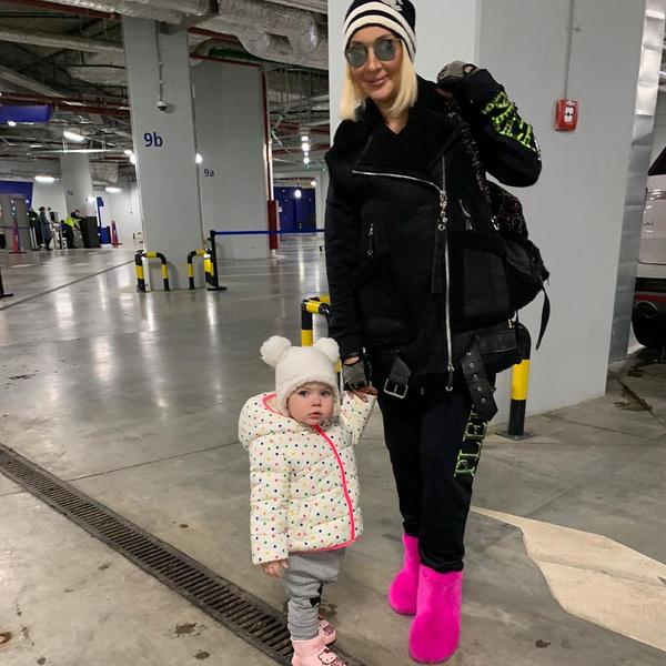 Фото №1 - 2-летняя дочь Леры Кудрявцевой строго отчитала маму за беспорядок: видео