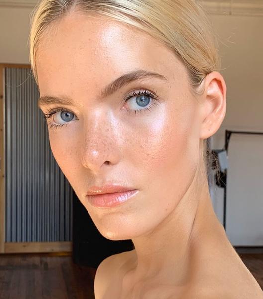 Фото №1 - Белоснежкам посвящается: как подчеркнуть внешность, если ты бледная