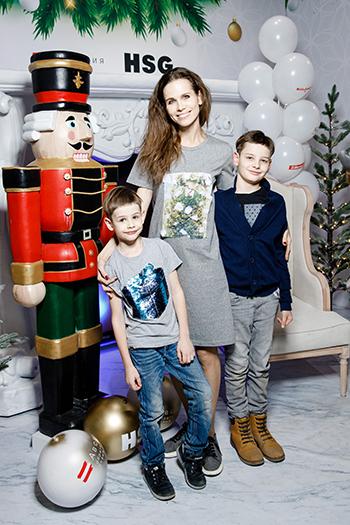 Актриса Наталья Лесниковская с сыновьями. Фото: Андрей Калмыков