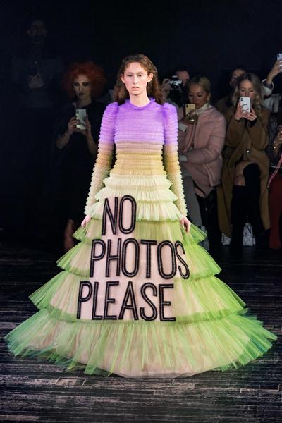 Фото №5 - Mood of the day: новая забавная коллекция платьев от Victor & Rolf