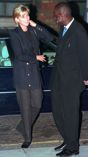 Фото №10 - Королевский кэжуал: как Диана носила объемные пиджаки