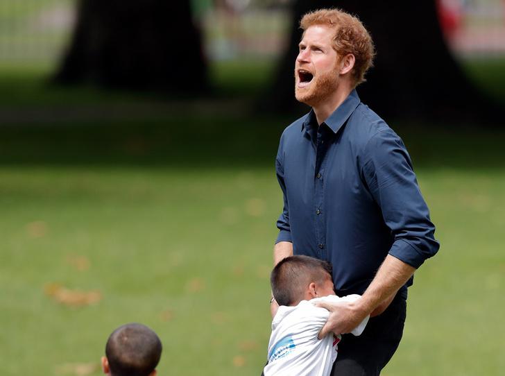 Фото №14 - 25 фотодоказательств, что принц Гарри будет отличным отцом