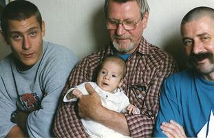 Иван Краско с сыном Андреем Краско и внуками: фото
