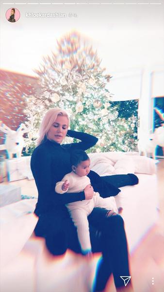 Фото №2 - Милота дня: как Хлои Кардашьян с дочкой Тру готовятся к Рождеству