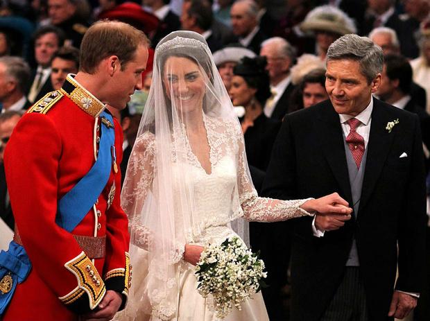 Фото №1 - Переволновался: принц Уильям и его странный юмор у алтаря