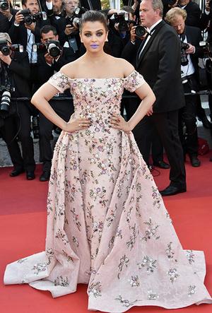 Фото №97 - Болливуд в Каннах: Айшвария Рай и все ее наряды за историю кинофестиваля