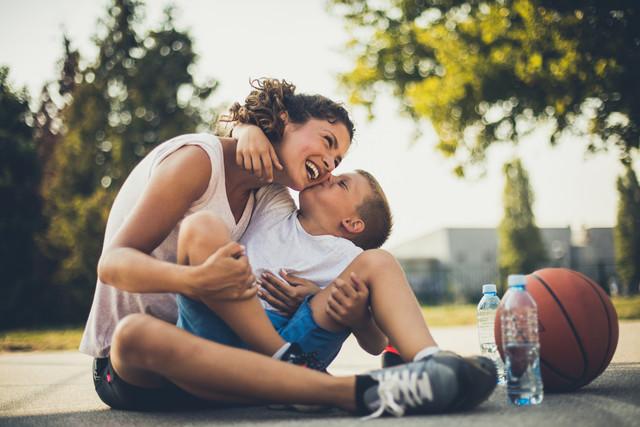 Фото №2 - Лариса Суркова: «Неважно, 2 года вашему ребенку или 22. Просто обнимите его»