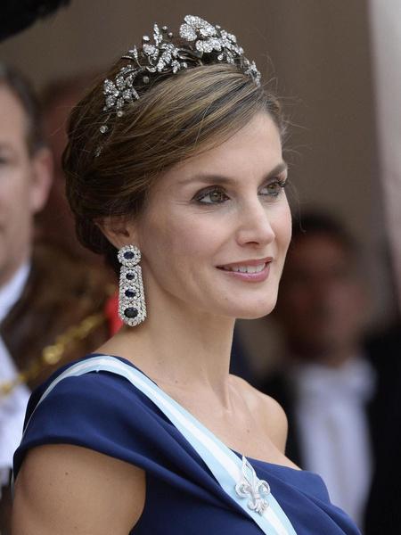 Фото №1 - Королева Испании в костюме, который можно носить только с ее фигурой